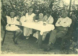 1930s German family picnic